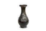 Galerie Tiago Paris Art du Japon Vase en bronze iris Meiji